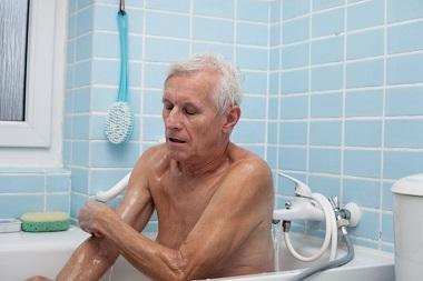 حمام بردن سالمندان--سالمندان