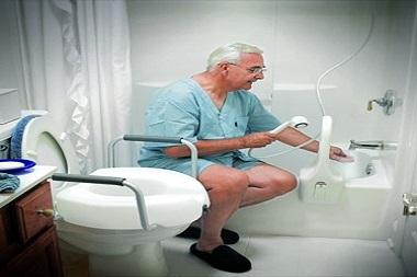 حمام بردن سالمندان--سالمند