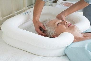 حمام بردن سالمندان