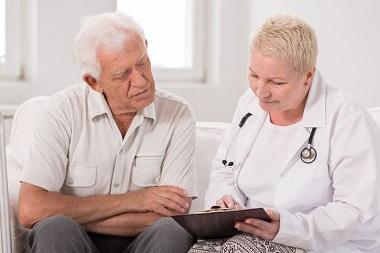 پرستار نگهداری از سالمندان